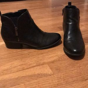 Good As New Unisa size 8.5M black booties
